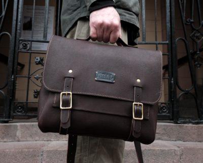 Портфель Postman Messenger bag (размер S) — Шоколад с тиснением икра