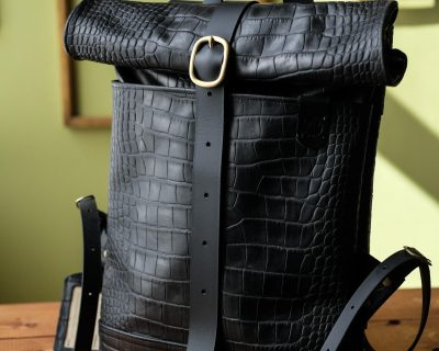 Кожаный мужской рюкзак Rolltop — Черный с тиснением крокодил размер S