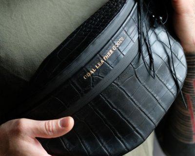 Поясная кожаная сумка черный крокодил (имитация)